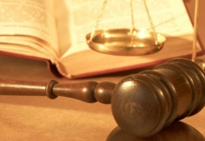 http://polyteknos.files.wordpress.com/2011/10/lawyers11-458x315.jpg?w=300&h=206